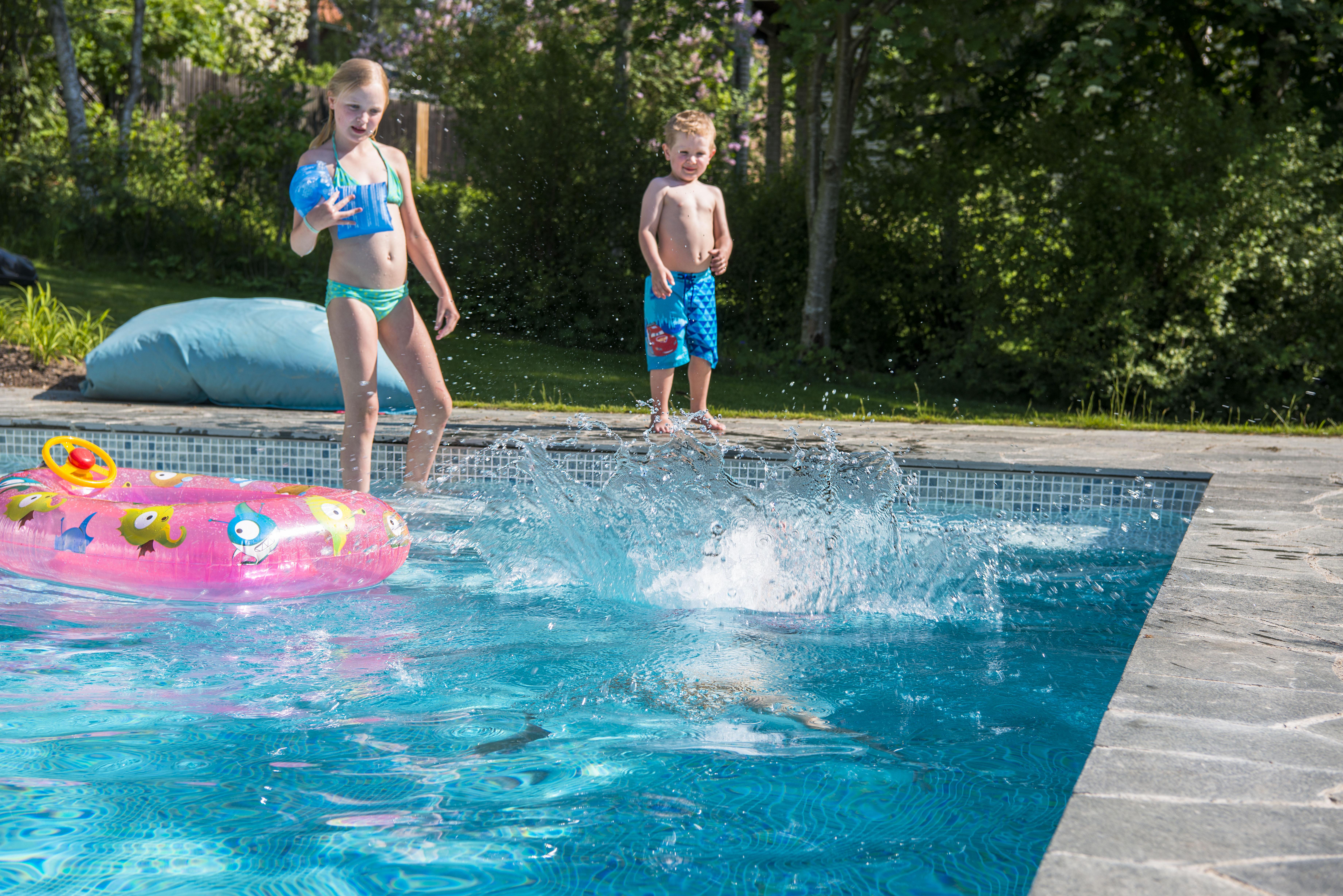 Det är bra att barnen är simkunniga